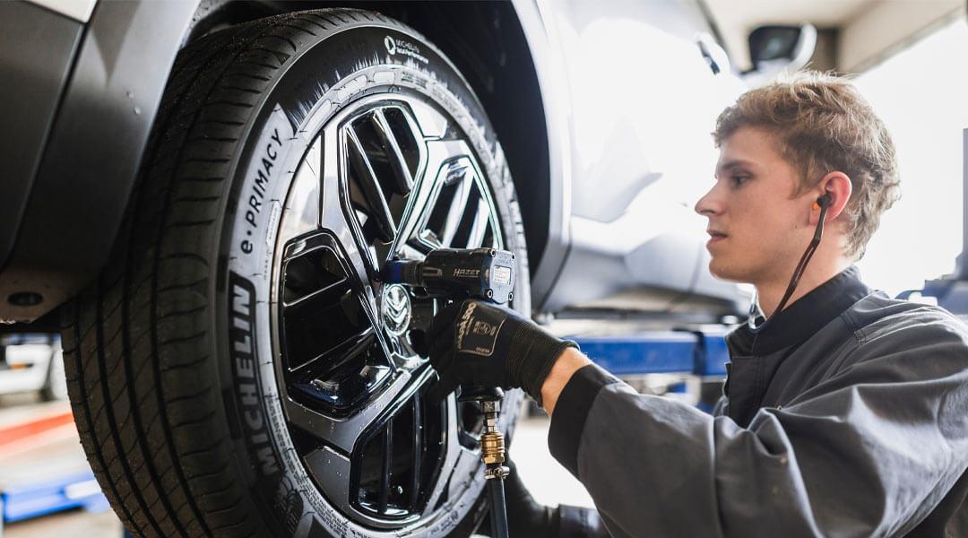 Reifenservice / Reifenwechsel im Autohaus Wülpern